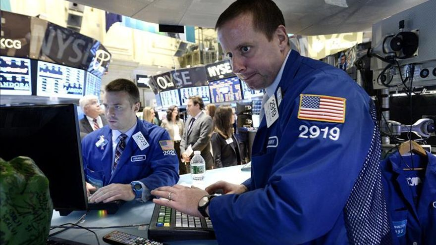 Wall Street abre con descensos y el Dow Jones cede el 0,71 por ciento