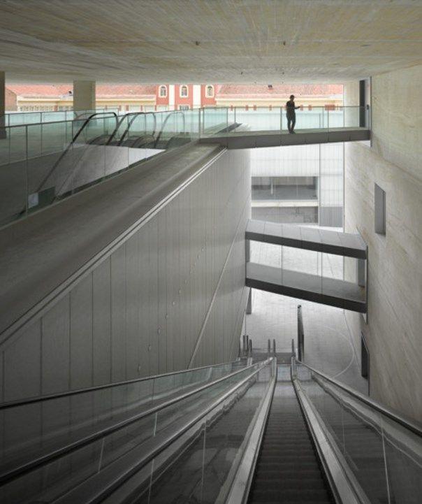 Escaleras de acceso a Forus Barceló