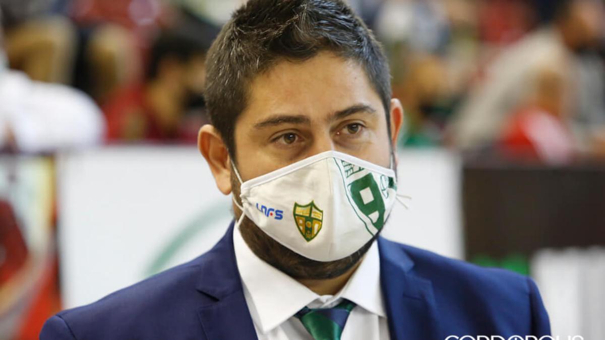 Josan González durante un partido en Vista Alegre