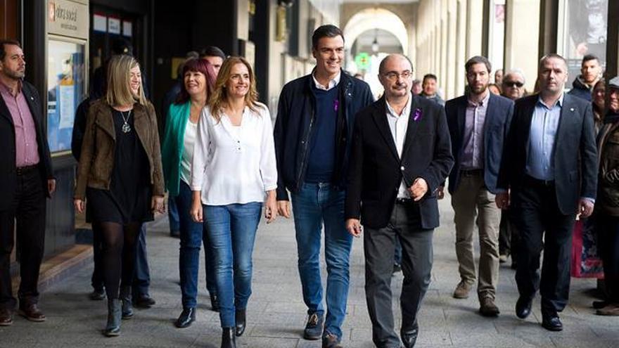 Susana Sumelzo con Pedro Sánchez y el presidente de Aragón, Javier Lambán.