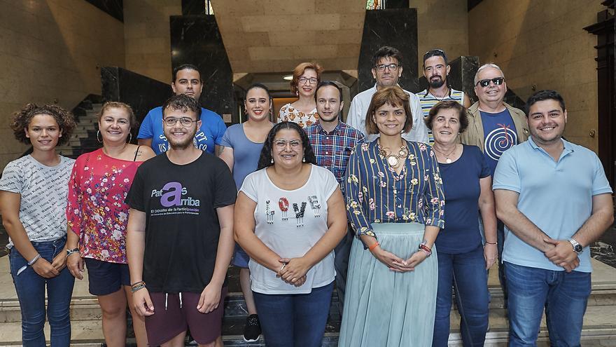 Foto de familia tras el acuerdo logrado este jueves en la sede del Cabildo