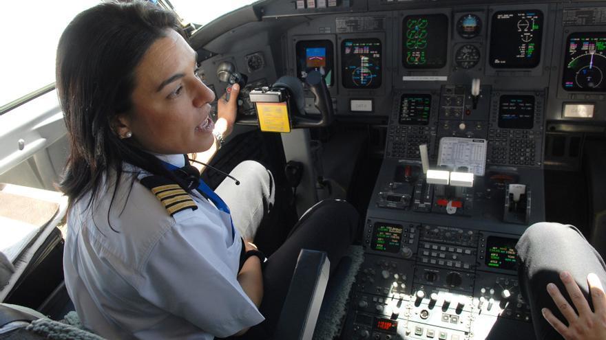 Mercedes González en la cabina de mandos.