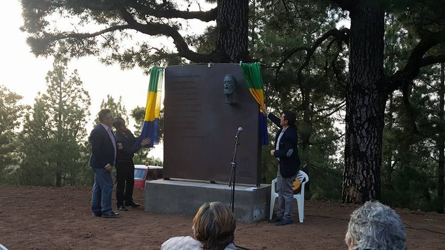Descubrimiento de la escultura en memoria de Severo Martín. Foto: Facebook Villa de Garafía