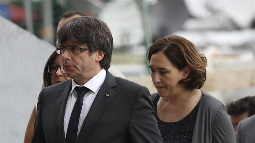 Puigdemont y Colau presidirán mañana un acto interreligioso por las víctimas