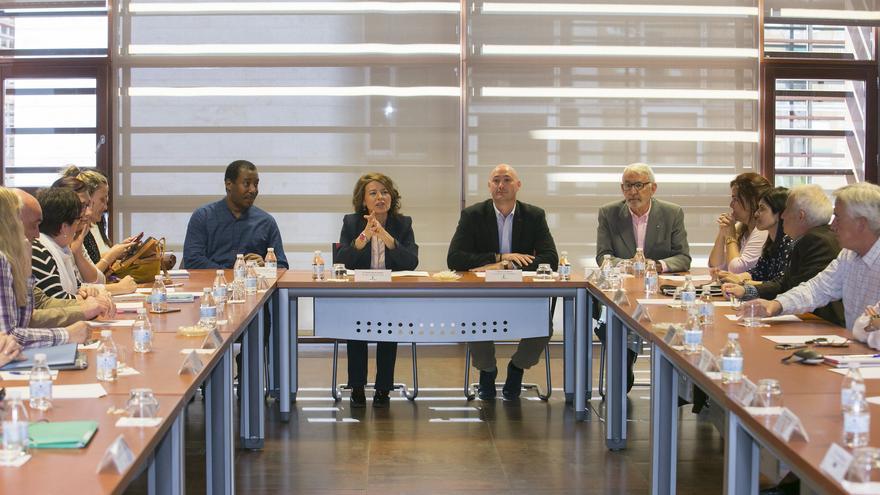 Reunión de la consejera de Bienestar Social con las ONGD / JCCM