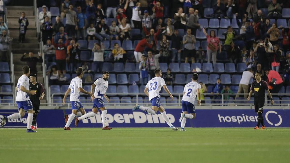 Sipcic, celebrando un gol frente Sporting ante su afición