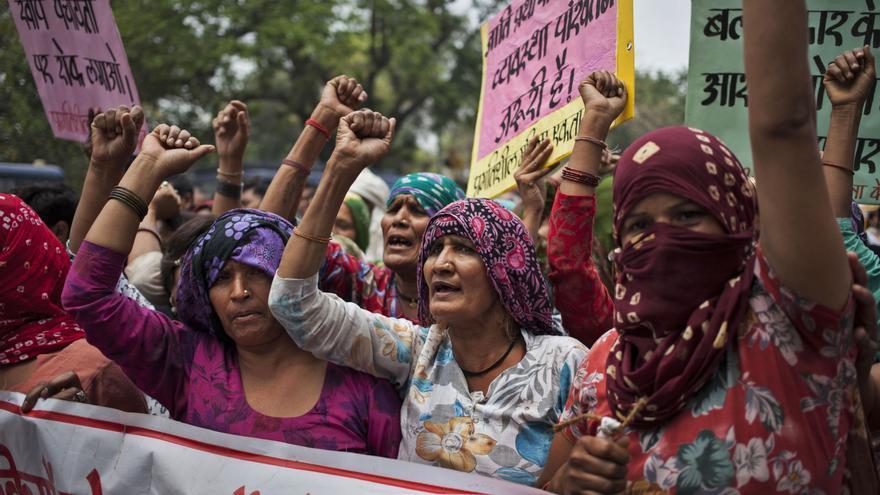 Mujeres indias pertenecientes a la casta dalit se manifiestan contra una violación de grupo de cuatro niñas dalit en el distrito de Hisar de Haryana/ Tsering Topgya (APl)