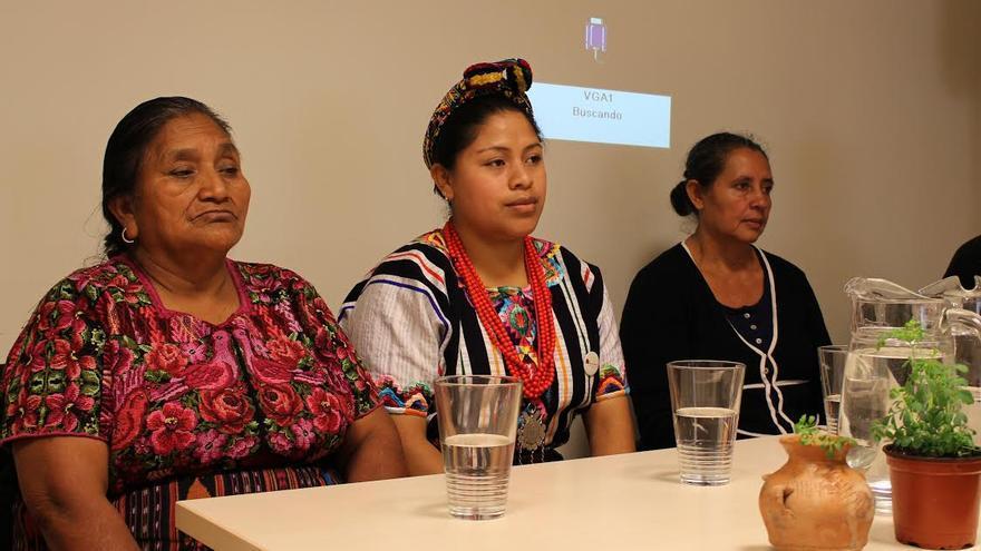 Johana Ramírez, Olga Quiej y Sebastiana Aquino durante la presentación de 'Ruda' en Marienea, Basauri / Ecuador Etxea