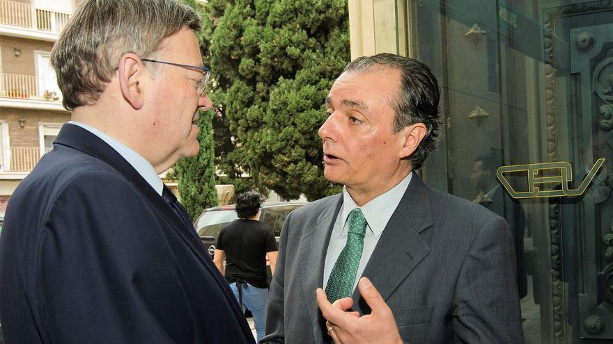 El presidente de la CEV, Salvador Navarro, dialoga con el president Ximo Puig