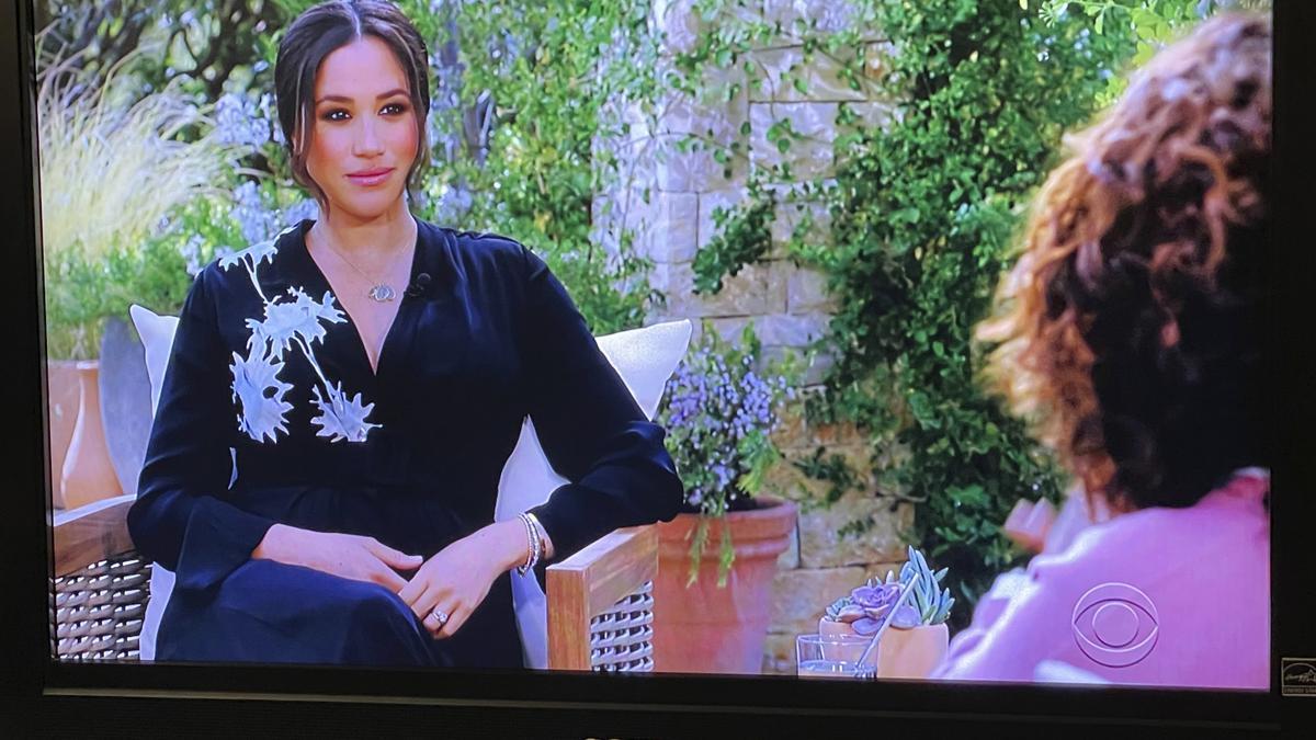 Meghan Markle con Oprah Winfrey durante la entrevista en CBS