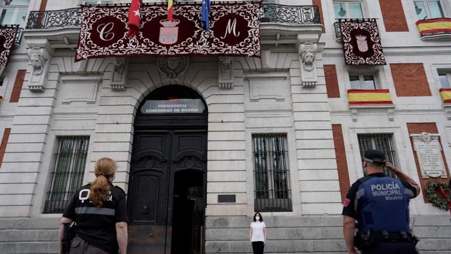 Madrid dedica a C.La Mancha el minuto de silencio por las víctimas del covid