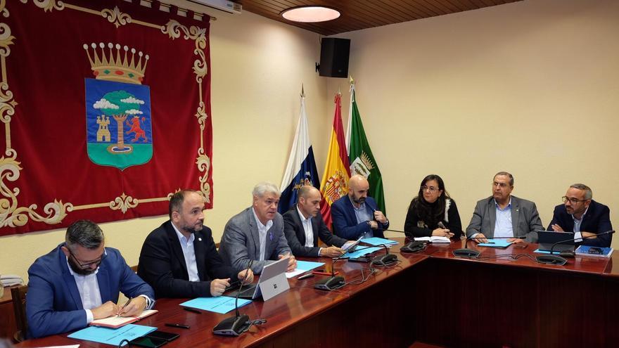 El consejero de Transición Ecológica, en un encuentro con el presidente del Cabildo de El Hierro y alcaldes de El Hierro.