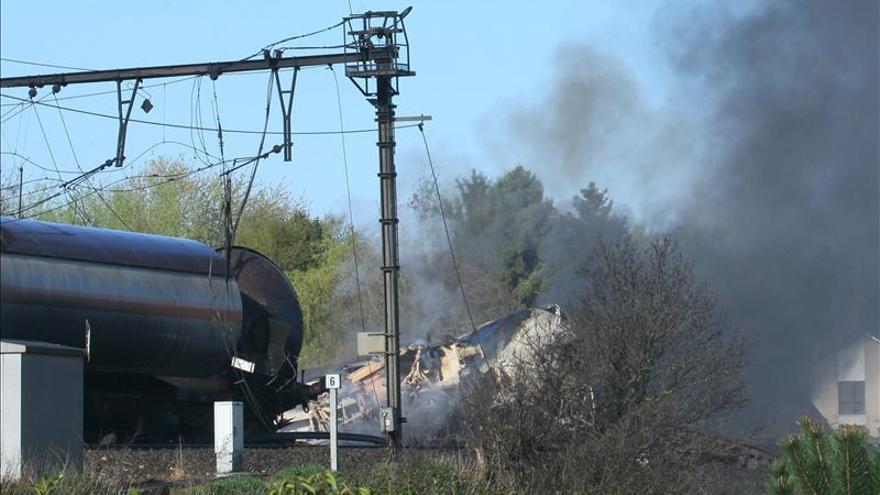 Unas 300 personas evacuadas en Bélgica tras incendiarse un tren con químicos