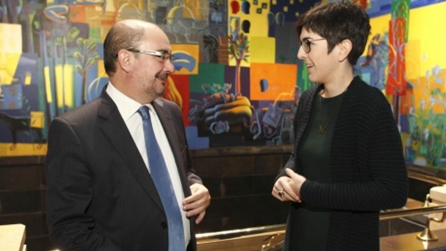 Javier Lambán y Violeta Barba firmaron el convenio para desarrollar la web memorialista el pasado enero.