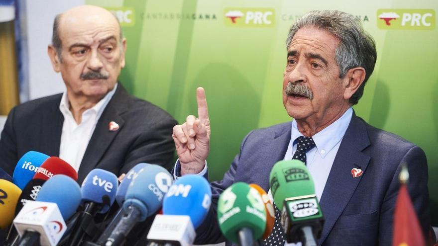 Miguel Ángel Revilla y José María Mazón en la sede del PRC. | JUANMA SERRANO