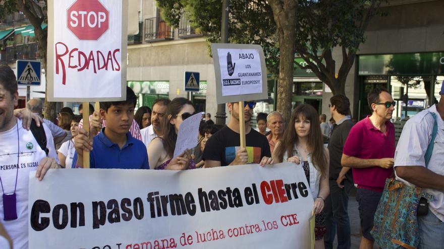 Cabecera de la manifestación por el cierre de los CiE. / Alberto Ortiz.