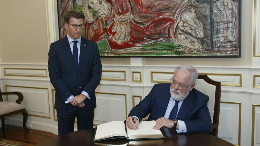 El comisario europeo de Energía, Miguel Arias Cañete, en una visita a Galicia