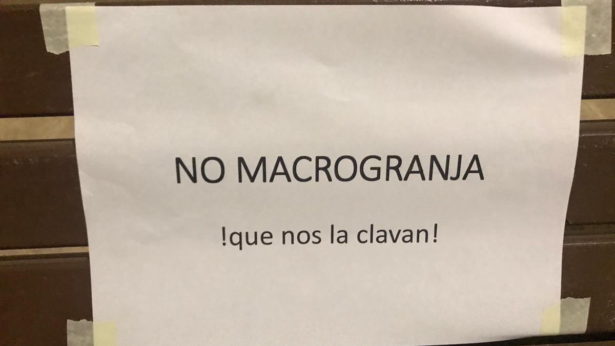 Cartel contra una macrogranja en Pozuelo (Albacete)