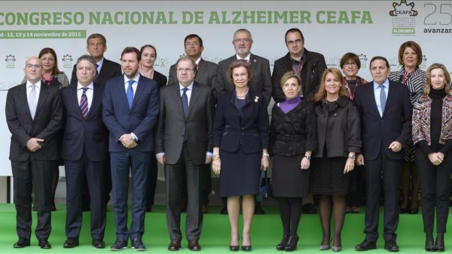 Doña Sofía invita a la sociedad a no olvidar a los enfermos de alzhéimer