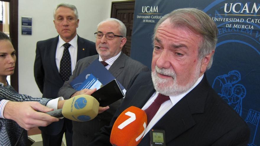 Mayor Oreja sostiene que hay que estar en los lugares de conflicto, porque la ausencia es ocupada por la barbarie