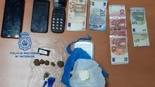 Material requisado por la Policía Nacional a dos jóvenes en Santa Cruz de Tenerife