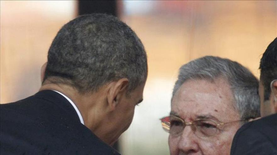 Sorpresa en la Calle Ocho de Miami tras el anuncio de diálogo con Cuba