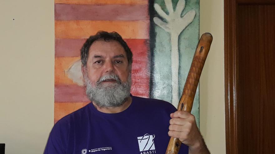 Carlos Barrera, maestro de la Federación de Lucha del Garrote.