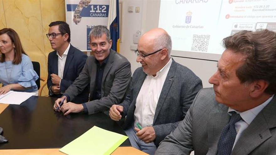 De izquierda a derecha: La consejera regional de Medio Ambiente, Nieves Lady Barreto, el vicepresidente del Gobierno canario, Pablo Rodríguez, el presidente del Ejecutivo isleño, Fernando Clavijo; el presidente del Cabildo de Gran Canaria, Antonio Morales; y el subdelegado del Gobierno en Canarias, Luis Molina.