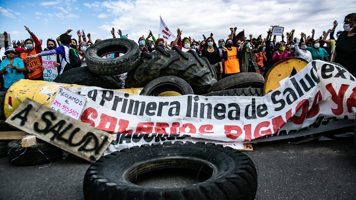 Trabajadores de la salud mantienen cortes de rutas en Neuquén