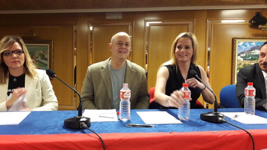 os diputados Odón Elorza y Zaida Cantera en un acto con militantes del PSOE en Toledo