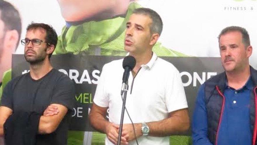 Fernando Suárez, alcalde de Ribadeo (centro), en un acto público reciente