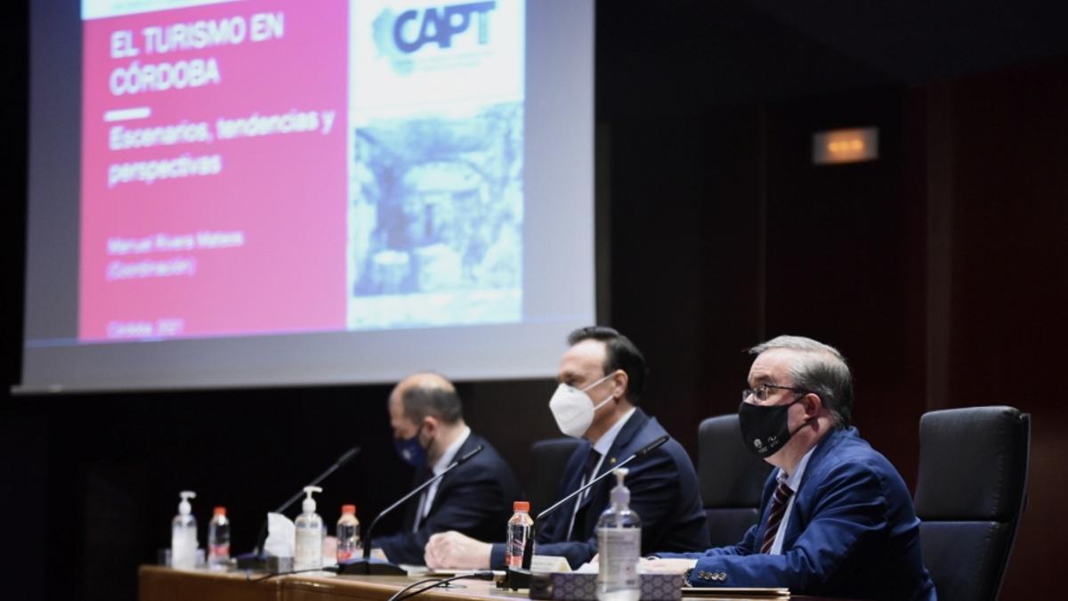 De izquierda a derecha: Enrique Quesada, José Carlos Gómez y Manuel Rivera.