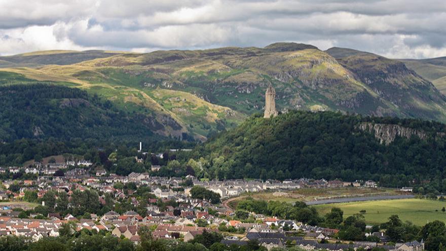 El monumento a William Wallace domina la ciudad de Stirling. Eusebius Commons