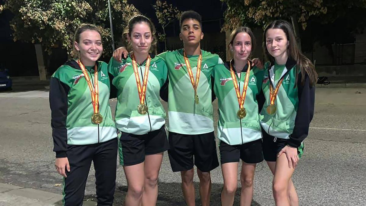 Atletas cordobeses con Andalucía