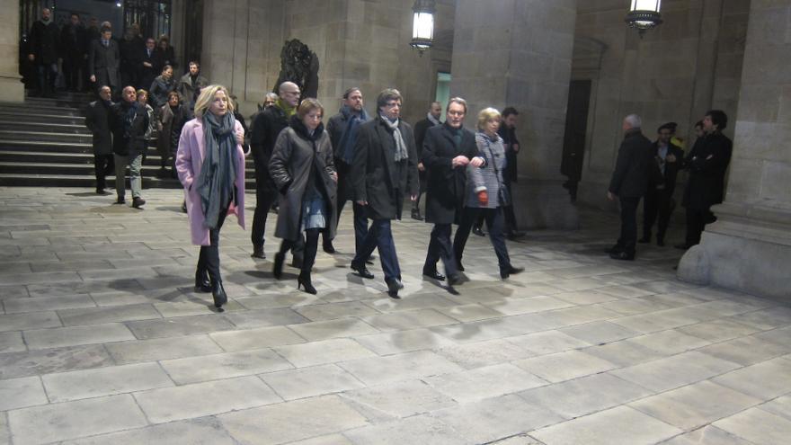 Archivo - Artur Mas, Joana Ortega, Irene Rigau, Carles Puigdemont, Oriol Junqueras y Raül Romeva salen de la Generalitat para acudir al juicio por el 9N