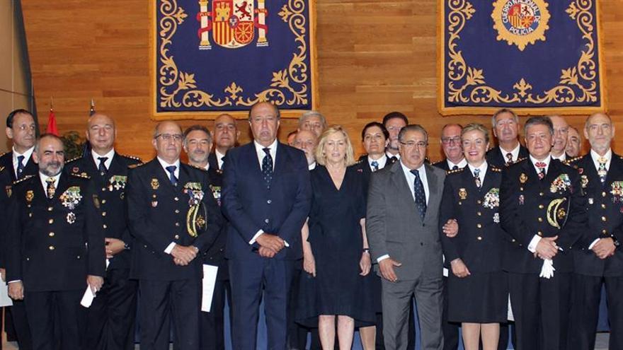 Zoido pide dedicación permanente a los nuevos comisarios frente al terrorismo