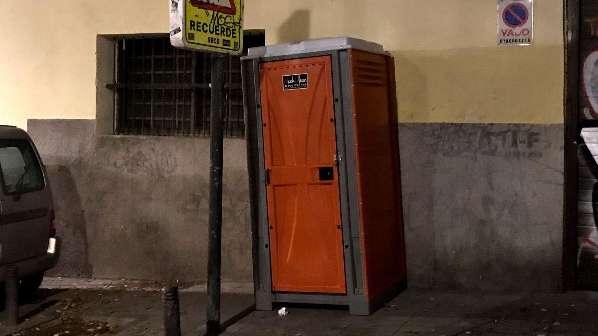 WC instalado en la C/ San Gregorio | SOMOS CHUECA