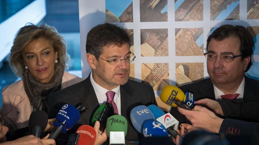 Rafael Catalá en Badajoz, con la delegada del Gobierno Cristina Herrera y el presidente de la Junta