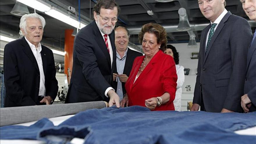 Rajoy admite que el PP comete errores pero está siempre al servicio de la sociedad