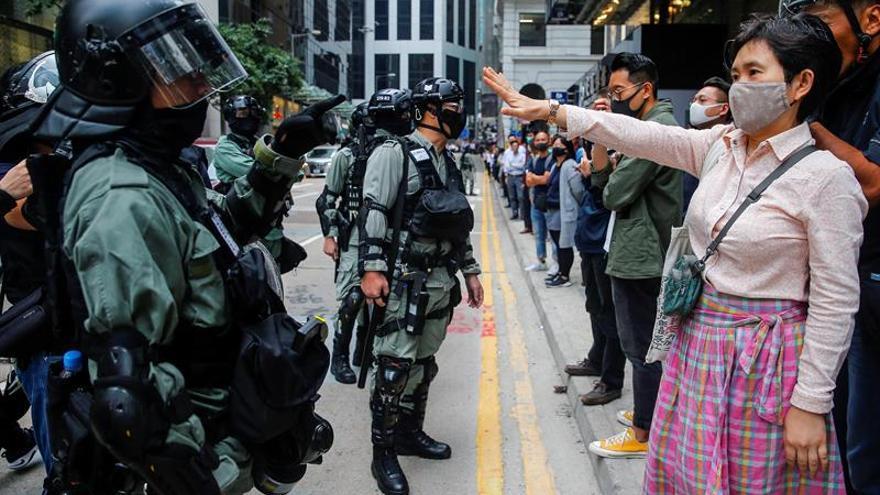 Decenas de estudiantes continúan amotinados en la Universidad de Hong Kong