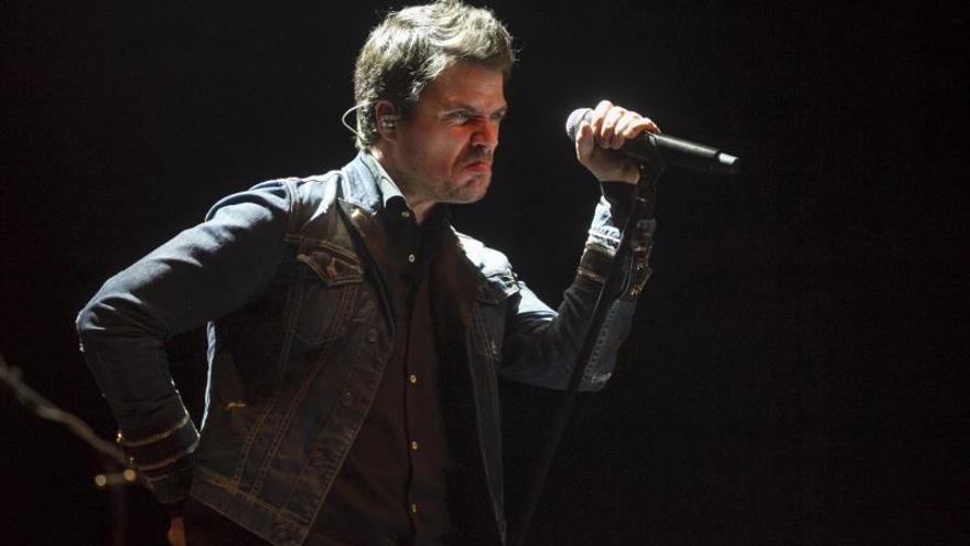 """Dani Martín anuncia una colaboración con Juanes, """"Los huesos"""""""