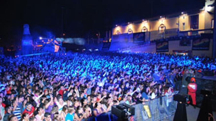 Más de 10.000 personas se dieron cita este sábado en el Gran Canaria 40 Pop. (ACN)