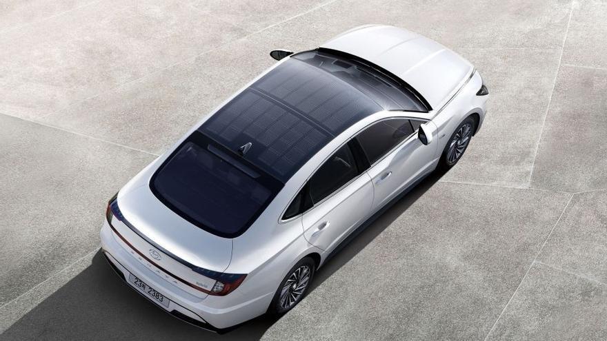 El Hyundai Sonata Hybrid, dotado con paneles solares en el capó, solo se comercializará en Corea del Sur y EE.UU..