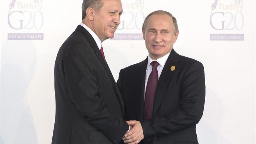 Turquía y Rusia anuncian a un acuerdo de alto al fuego en toda Siria