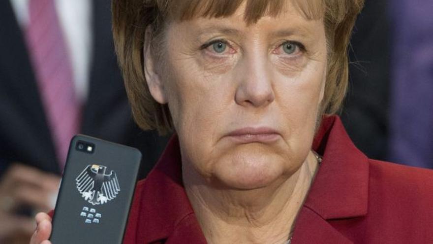 Ángela Merkel y su teléfono móvil