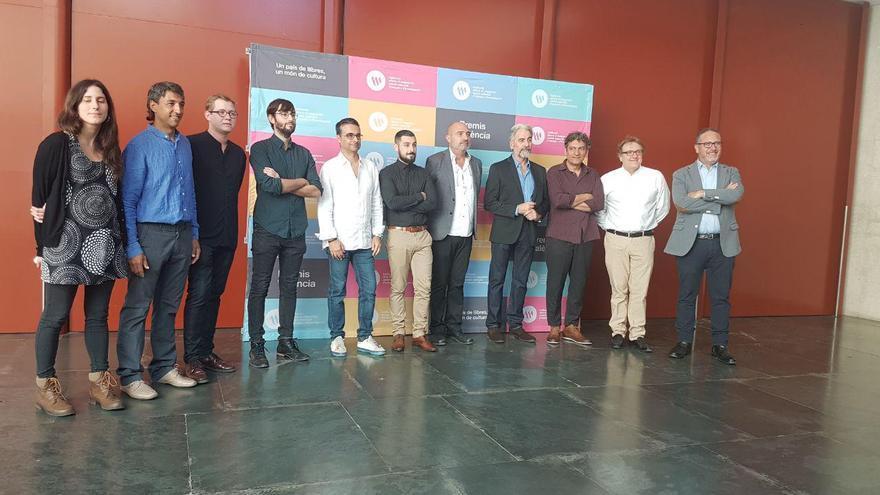 Los nueve galardonados con los premios València y València Nova del Magnànim