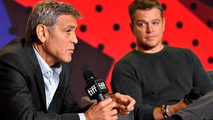 """George Clooney y Matt Damon se divierten a costa de Trump con la película """"Suburbicon"""""""