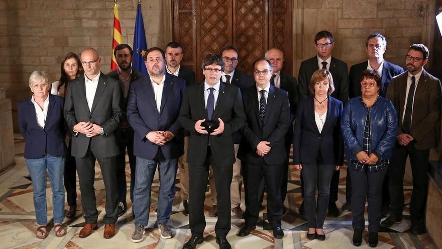 Puigdemont junto a los consellers