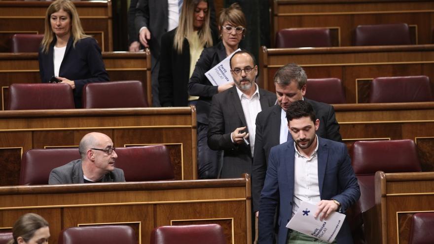 Los diputados de PDeCAT, Unidos Podemos y ERC salen del Pleno tras impedir Pastor una defensa de Homs