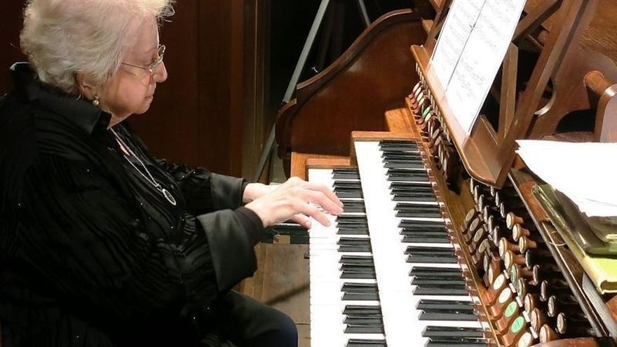 La Basílica de Durango reinaugura su órgano Walcker, de 1942, con un concierto de la decana organista Montserrat Torrent